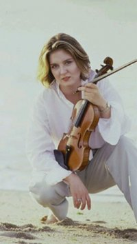 Catherine Boyd with violin on beach